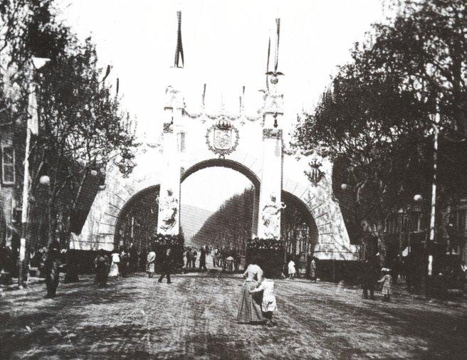 Archivo:Arco de Triunfo Alfonso XIII.jpg