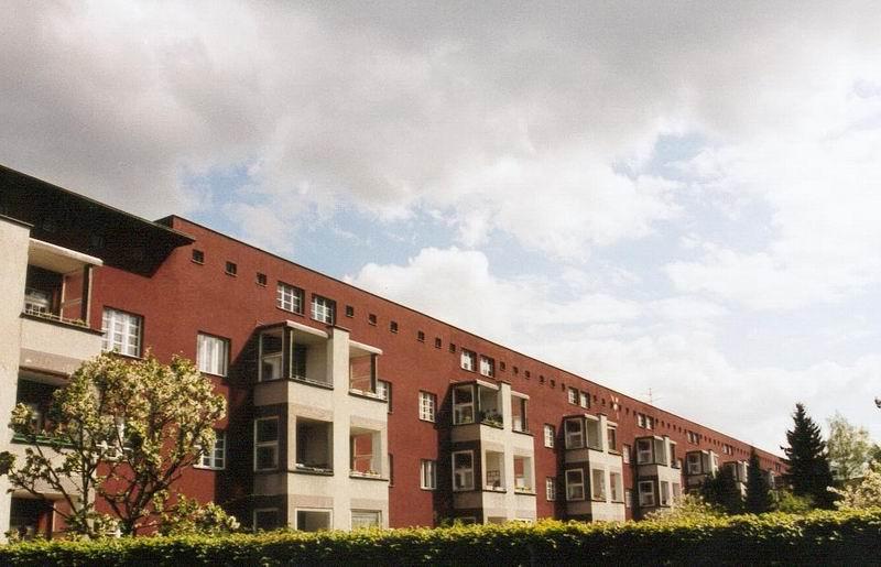 Archivo:Hufeisensiedlung rotefront.jpg
