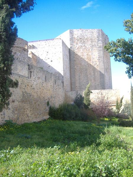 Archivo:Castillo de Sanlúcar. Torre.JPG