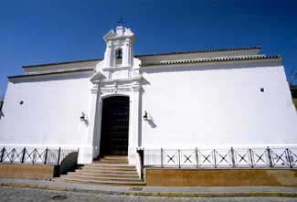 La ermita desde la plaza del mismo nombre.
