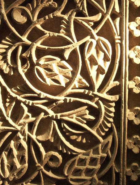 Archivo:Detalle panel vertical de la Aljaferia.jpg
