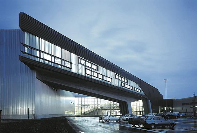Edificio Central De Bmw Urbipedia Archivo De Arquitectura