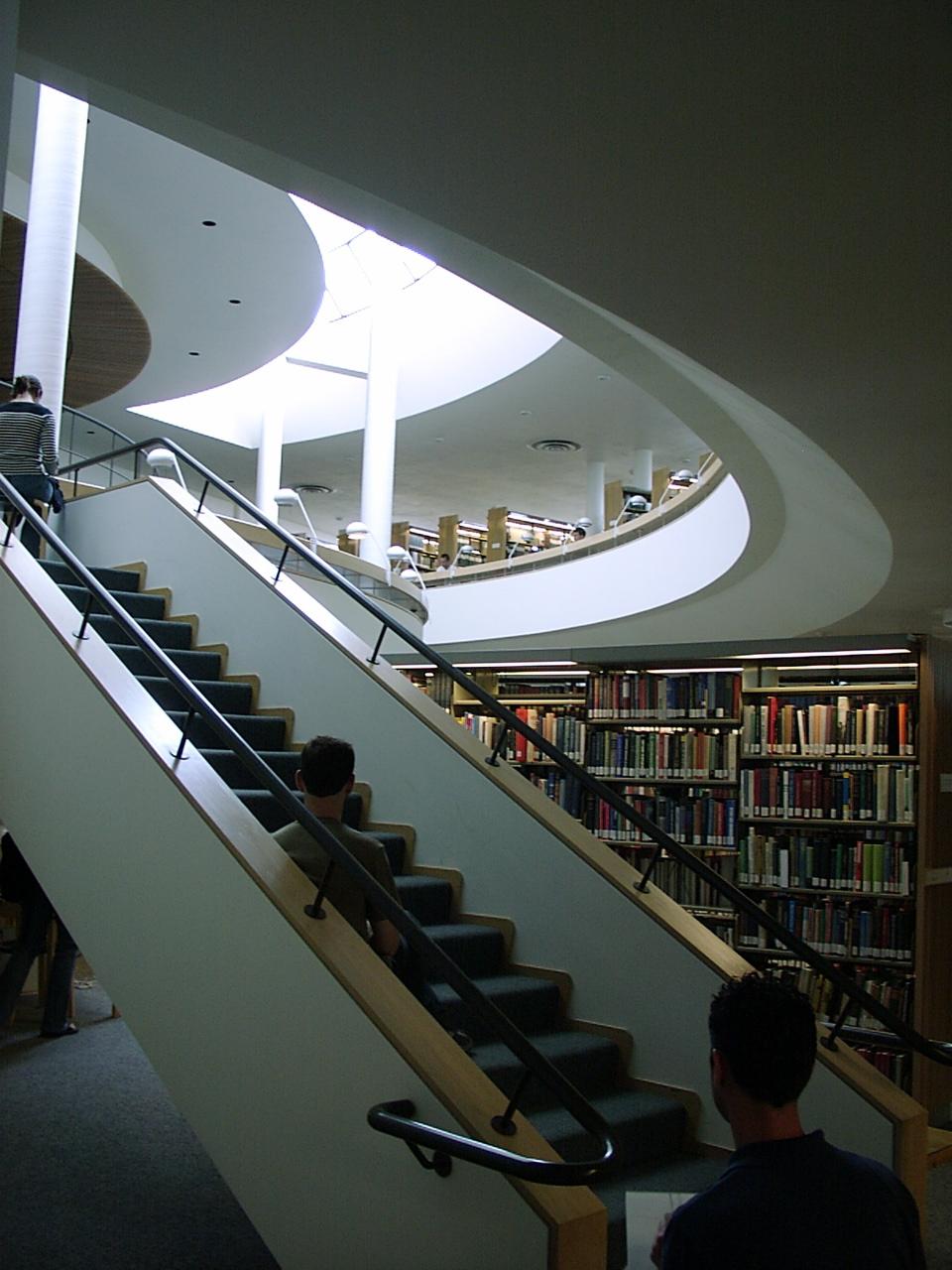 Biblioteca_de_la_Abad%C3%ADa_Benedictina_de_Mount_Angel.5.jpg