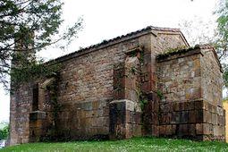Lateral de la iglesia de la Santa Cruz.