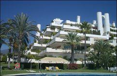 """Apartamentos """"Las Terrazas"""" en Punta de La Mona, La Herradura, Granada. (1964-1965), junto con Fernando Higueras."""