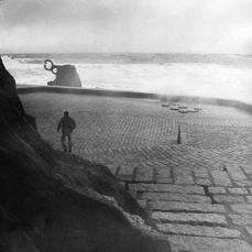 Paseo del Tenis (El Peine del Viento), San Sebastián (1975)