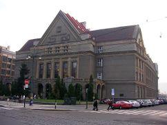 Facultad de Derecho de la Universidad Karlovy de Praga (1924-1927)