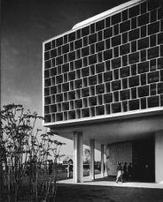 Costa.Niemeyer.PabellonBrasil.6.jpg
