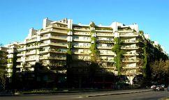 Edificio Princesa, viviendas para el Patronato de Casas Militares, Madrid (1967-1975), junto con Fernando Higueras.
