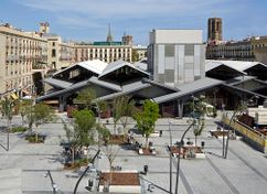 Fachada posterior Mercado de la Boquería y urbanización de la Plaza de la Gardunya, Barcelona (2007-2015)