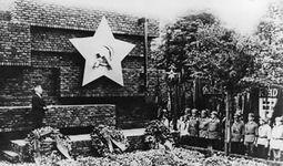 MIES 45 Pomnik ofiar rewolucji pazdziernikowej 1926.jpg