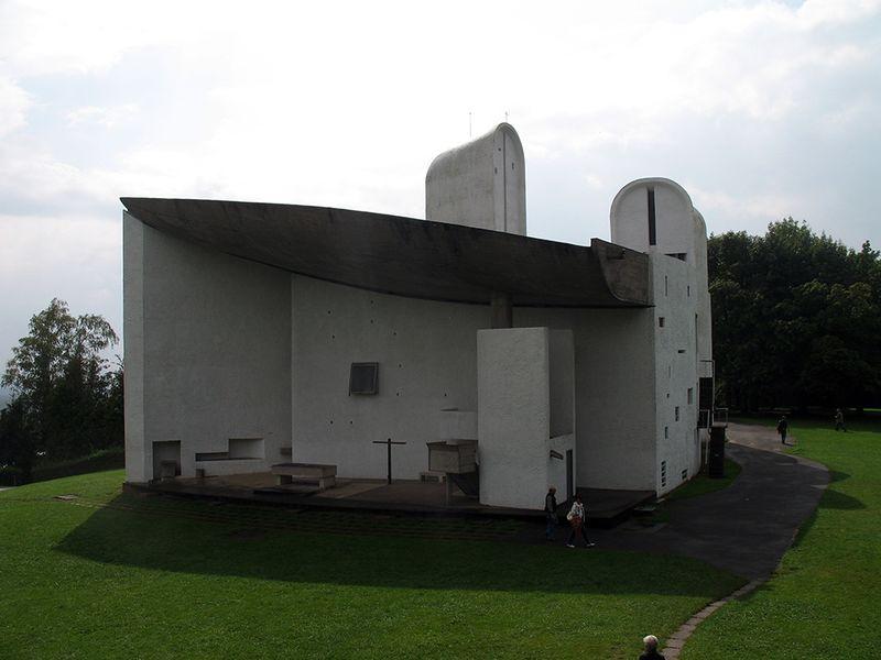 Archivo:Ronchamp chapel3.jpg