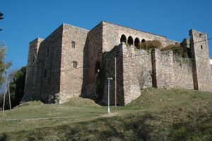 El castillo visto desde el torrente de Vallparadís