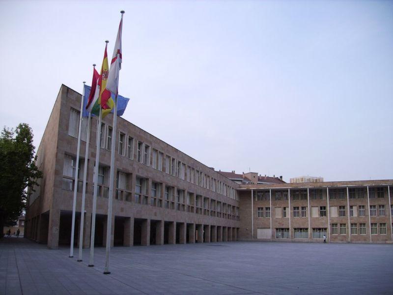 Archivo:Ayuntamiento de Logroño.jpg