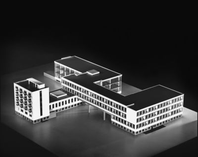 Gropius.Edificio Bauhaus.8.jpg