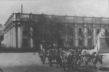 Vista del Palacio de la Real Aduana o Palacio de los Tribunales Viejos, hacia 1900