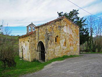 IglesiaSanPedro.MestasdeCon.jpg