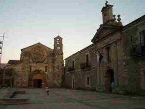 Fachada principal de la iglesia de Santa María