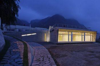 MigueldeGuzman.Casa de la juventud.Lavin arquitectos-1.jpg