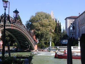 El Puente de la Academia (Ponte dell'Accademia en italiano).