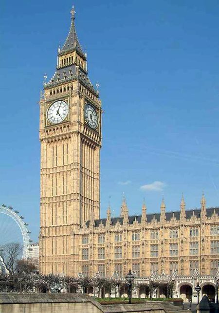 Archivo:Palace of Westminster - Clock Tower and New Palace Yard from the west - 240404.jpg
