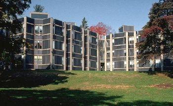 Louis Kahn.Alojamiento Erdman Hall.jpg