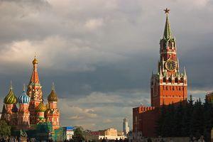 Vista de la Catedral de San Basilio y la torre Spasskaya del Kremlin
