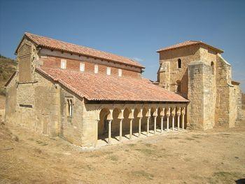 Iglesia de San Miguel de Escalada (5025603256).jpg
