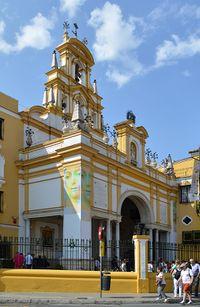 Entrada de la Basílica de la Macarena