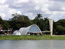 Niemeyer.IglesiaSanFrancisco.1.jpg