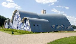 Niemeyer.IglesiaSanFrancisco.5.jpg