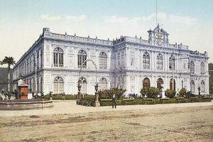 Postal a colores que muestra el Palacio de la Exposición Nacional de Lima en 1900