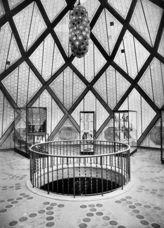 Taut Glass Pavilion interior2 1914.jpg