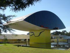 Museo Oscar Niemeyer (NovoMuseu), Curitiba, Brasil. (1967, 2000-2002)