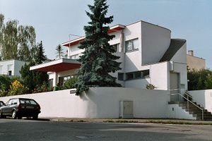 Weissenhof photo house Hans Scharoun east side Stuttgart Germany 2005-10-08.jpg
