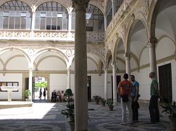 Palacio de las Cadenas.jpg
