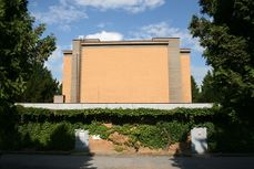 Ceremonial hall at Brno central cemetery 3.jpg