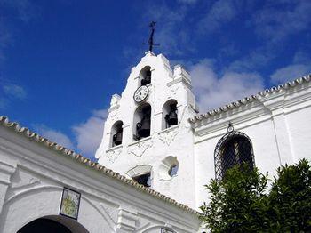Edificio principal, espadaña.