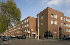 Viviendas sociales De Punkt em De Komma, Schilderswijk-West, La Haya (1983-1988)