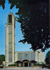 Iglesia de San Pedro y San Pablo, Maubeuge (1958) junto con Henri Laffite