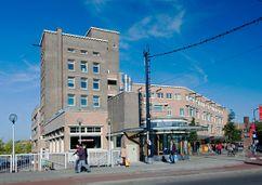 Viviendas y locales comerciales en Mathenesserplein, Rotterdam (1927-1929)