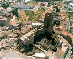 Castillodebanyeresvista02.jpg