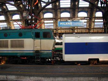 Vista de Milano Centrale a través del Trenhotel a Barcelona