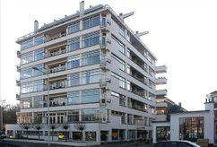 Apartamentos Nirvana, La Haya, junto con  Jan Duiker. (1927-1930)