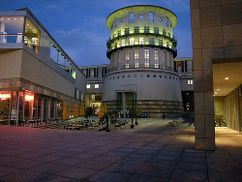 Escuela música, Stuttgart (1996-2002), junto con Michael Wilford.
