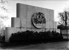 Monumento a los fallecidos en Monplaisir, Lyon (1929)
