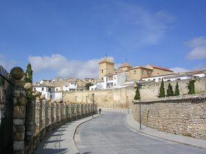 Murallas y Casa las Torres, al fondo