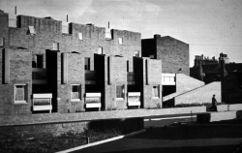 Viviendas en Preston (1957-1961), junto con James Gowan.