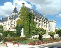 Rehabilitación del castillo de Angoulême (Actual Ayuntamiento) (1865)