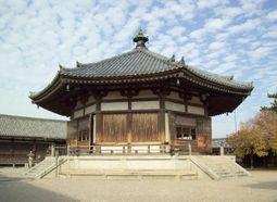 Yumedono, un salón asociado con el Príncipe Shotoku